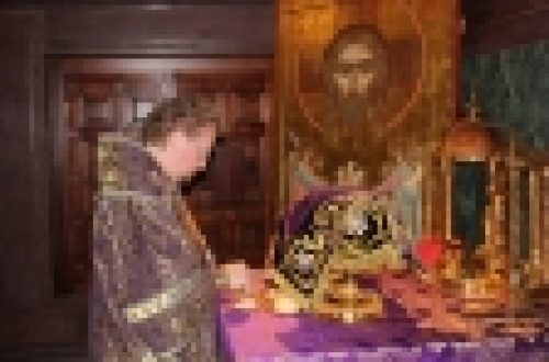 Епископ Бронницкий Игнатий совершил Божественную Литургию в Кафедральном Соборном Храме Христа Спасителя