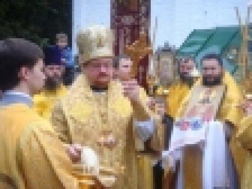 Епископ Бронницкий Игнатий возглавил Божественную Литургию в храме Святителя Димитрия Ростовского в Очакове