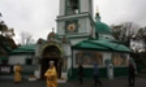 Епископ Бронницкий Игнатий совершил Божественную Литургию в храме Живоначальной Троицы на Воробьевых Горах