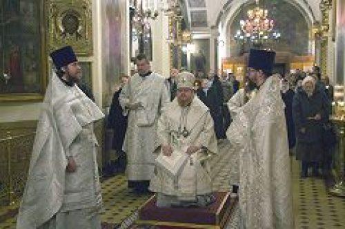 Епископ Подольский Тихон совершил Божественную литургию в храме Живоначальной Троицы на Пятницком кладбище