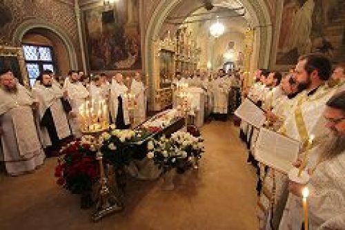 В храме Воскресения Словущего на Успенском вражке состоялось отпевание протоиерея Владимира Романова