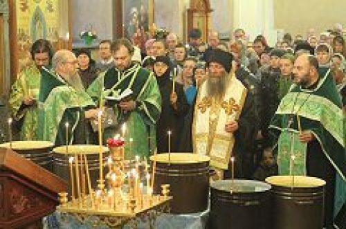 Митрополит Алавердский Давид посетил храм Живоначальной Троицы на Грязех у Покровских ворот