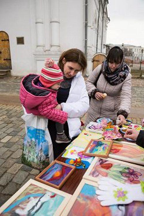 Приход храма святителя Николая в Покровском организовал благотворительную ярмарку