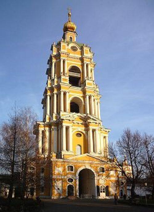 Многочисленные паломники стекаются в Новоспасский монастырь, чтобы помолиться перед образом Толгской иконы Божией Матери