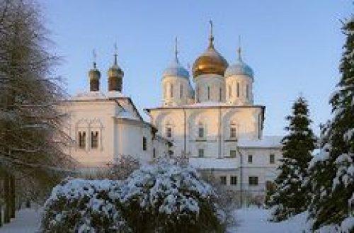 Епископ Воскресенский Савва совершил Литургию Преждеосвященных Даров в Покровском храме Новоспасского монастыря