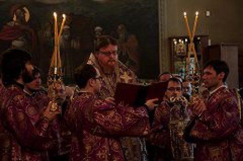 Епископ Подольский Тихон совершил Литургию Преждеосвященных Даров в храме святителя Николая Чудотворца в Хамовниках