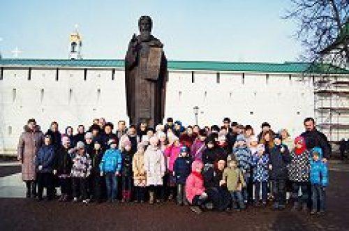 Учащиеся воскресной школы при храме святителя Иова посетили Свято-Троицкую Сергиеву лавру