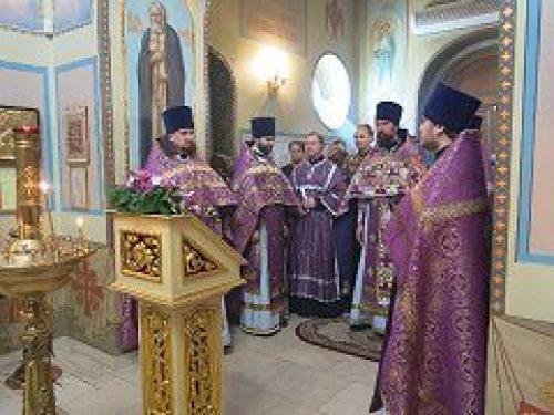 Благочинный Троицкого округа протоиерей Георгий Климов совершил торжественное богослужение в домовом храме РГСУ