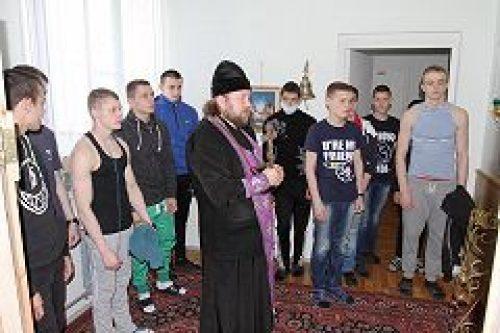 Настоятель строящегося храма сщмч. Серафима, митрополита Петроградского (Чичагова), посетил специализированную школу №11 «Шанс»