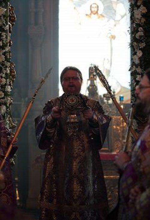 Епископ Подольский Тихон совершил Божественную литургию в храме Тихвинской иконы Божией Матери в Алексеевском