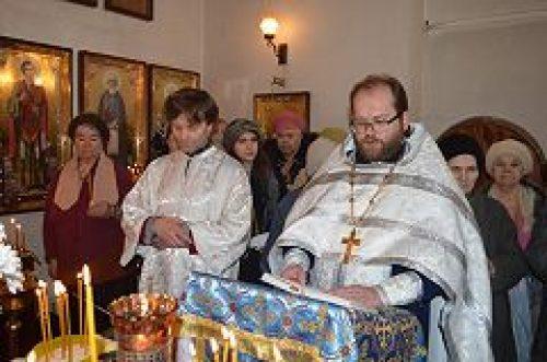 Таинство Елеоосвящения было совершено в часовне, устроенной в колокольне бывшего Казанского Головинского женского монастыря