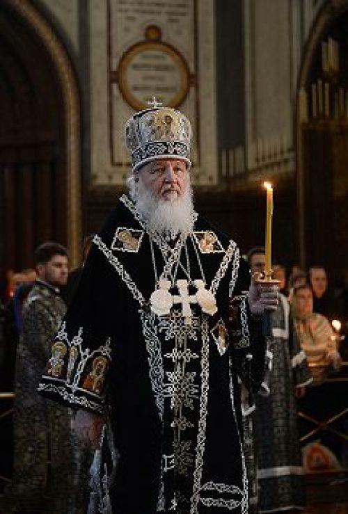 Предстоятель Русской Церкви совершил утреню Великого пятка с чтением двенадцати Страстных Евангелий
