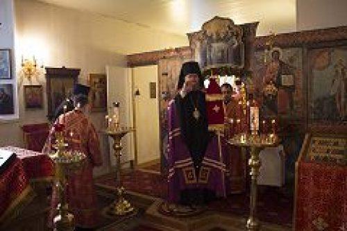 Епископ Подольский Тихон совершил пасхальную вечерню и утреню в храме Рождества Пресвятой Богородицы в Бутырской слободе