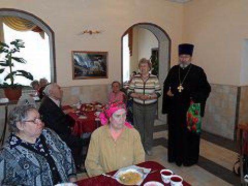 Община храма Спаса Нерукотворного на Сетуни поздравила ветеранов с праздником Светлого Христова Воскресения