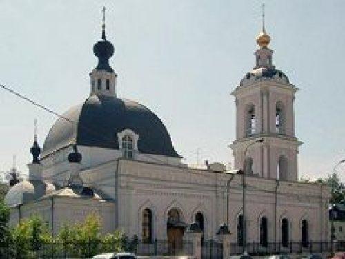 Клирики храма святителя Николая в Покровском поздравили с праздником Пасхи ряд духовно окормляемых организаций
