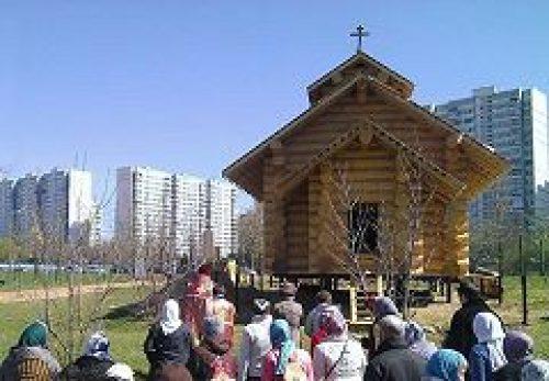 К празднику Пасхи на берегу Большого Очаковского пруда была воздвигнута часовня