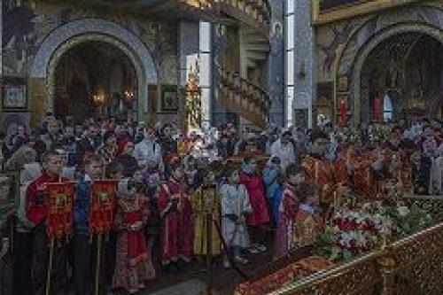Более 140 детей приняло участие в субботнем богослужении в храме вмч. Георгия Победоносца на Поклонной Горе