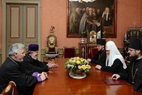 Предстоятель Русской Церкви встретился с Верховным Патриархом и Католикосом всех армян Гарегином II