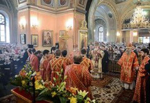 В 15-ю годовщину канонизации блаженной Матроны Московской Предстоятель Русской Церкви совершил Литургию в Покровском монастыре г. Москвы