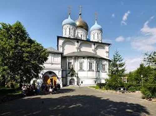 Епископ Воскресенский Савва совершил Божественную литургию в Новоспасском монастыре