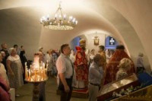 В день памяти святых царственных страстотерпцев епископ Воскресенский Савва совершил Божественную литургию в Новоспасском монастыре