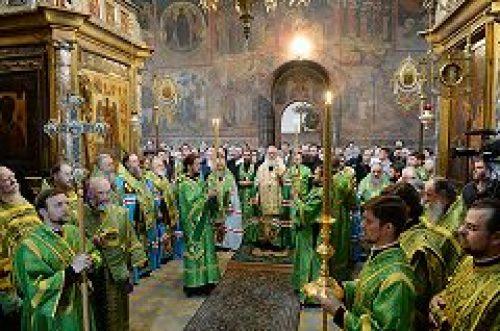Предстоятель Русской Церкви совершил малую вечерню с акафистом преподобному Сергию Радонежскому в Троице-Сергиевой лавре