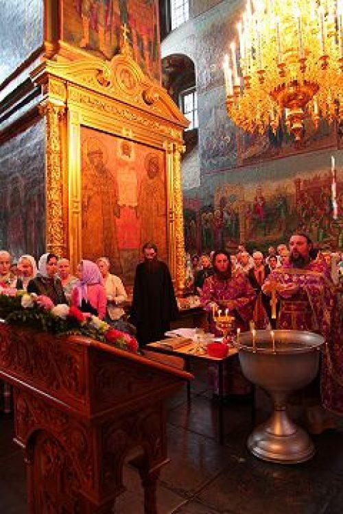 В праздник Происхождения честных древ Животворящего Креста Господня архимандрит Паисий (Юрков) совершил Божественную литургию в Новоспасском монастыре