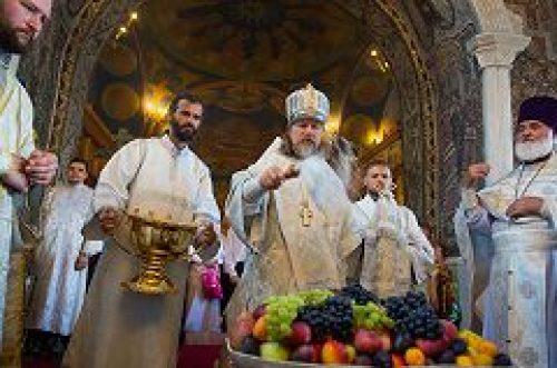 Архиепископ Егорьевский Марк совершил Литургию в храме Преображения Господня в Тушино
