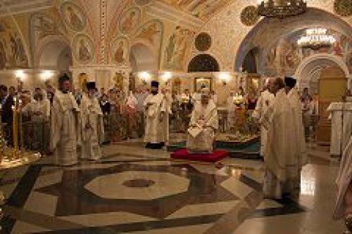 В праздник Преображения Господня епископ Подольский Тихон совершил богослужение в Храме Христа Спасителя