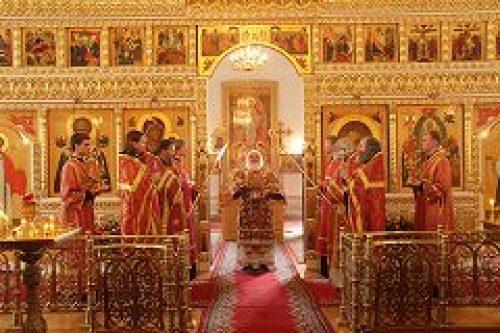 Митрополит Истринский Арсений совершил всенощное бдение и Божественную литургию в храме свв. мчч. Флора и Лавра на Зацепе