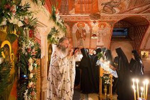 Архиепископ Сергиево-Посадский Феогност совершил Божественную литургию в Зачатьевском женском монастыре