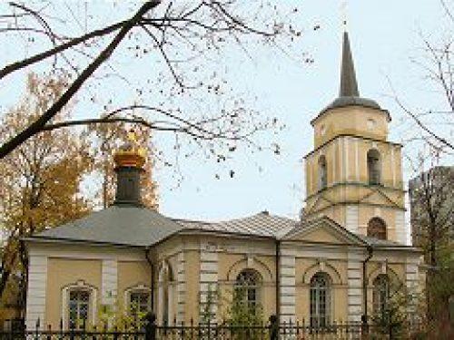 Епископ Дмитровский Феофилакт совершил Божественную литургию в храме Покрова Пресвятой Богородицы в Покровском-Стрешневе