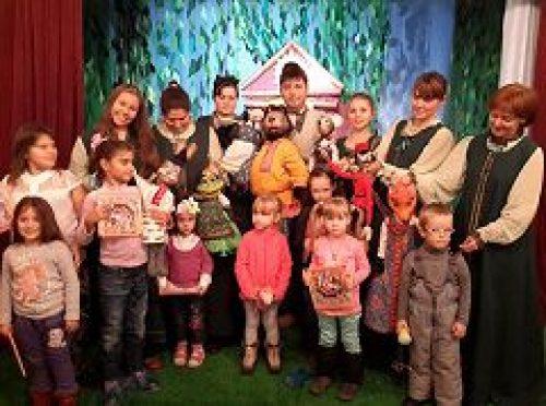 В Троицком центре социального обеспечения прошел благотворительный спектакль для детей