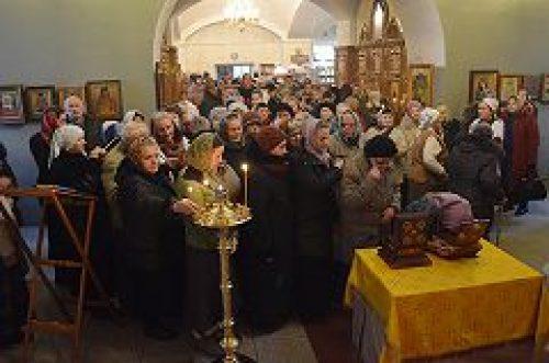 Прихожане храмов Никольского благочиния поклонились честным мощам святых праведных Иоакима и Анны и святителя Димитрия Ростовского