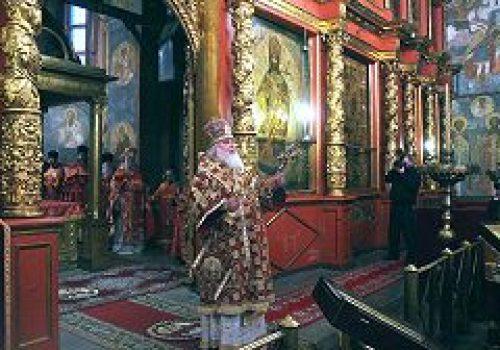 Митрополит Истринский Арсений совершил Божественную литургию в Архангельском соборе Кремля
