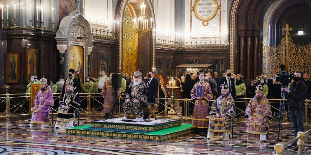 Епископ Одинцовский и Красногорский Фома сослужил за Литургией в Великий Четверток в Храме Христа Спасителя патриарху Кириллу