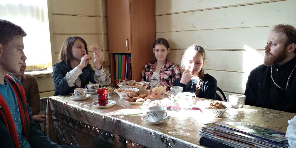 """Встреча в подростковом клубе """"Ихтис""""."""