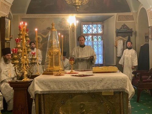 В храме святителя Николая Мирликийского в Хамовниках простились с иереем Александром Шумским