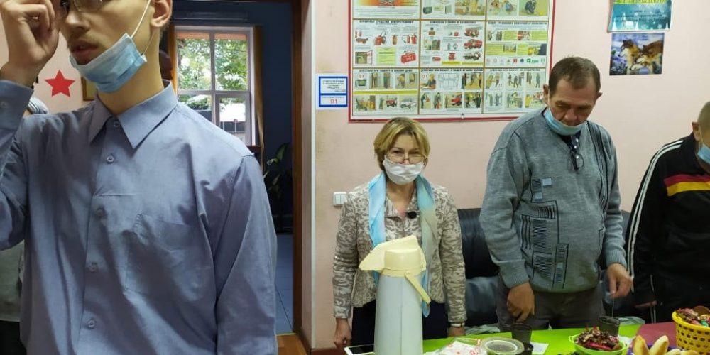Прихожане храма Андрея Рублева навестили подопечных в приюте для бездомных