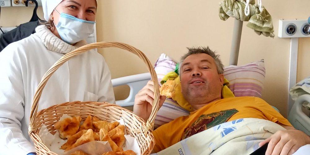 Прихожане храма прп. Андрея Рублева в Раменках устроил сладкий праздник для паллиативных больных
