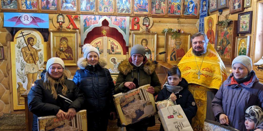 Прихожане храмов Западного викариатства провели благотворительные акции