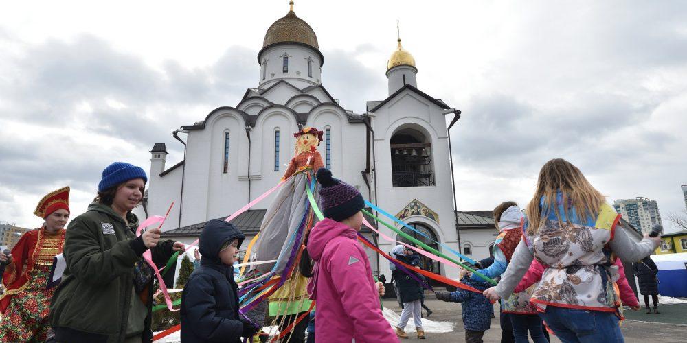 В храме Александра Невского при МГИМО прошло празднование масленицы