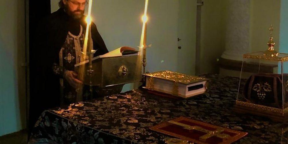 Уставное богослужение четверга первой седмицы Великого поста совершил епископ Фома в храме в соборном храме в Передделкино