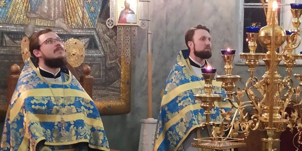 Иерей Алексий Соловьев совершил Божественную Литургию для православной молодёжи приходов Западного округа