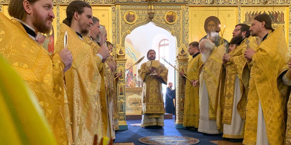 Епископ Фома возглавил Литургию в Георгиевском соборе города Одинцово