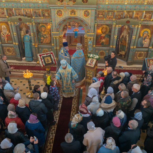 Архиерейское богослужение на престольный праздник в храме Казанской иконы Божией Матери в Мещерском 4 ноября 2019 (видео)