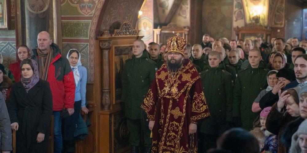 Архиепископ Егорьевский Матфей, управляющий Западным викариатством города Москвы, совершил Божественную литургию в храме Архистратига Михаила в Тропарево.