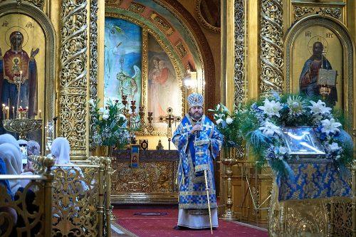 В праздник Казанской иконы Божией Матери епископ Одинцовский и Красногорский совершил Литургию в Богоявленском соборе