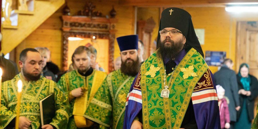 Архиепископ Егорьевский Матфей совершил Великое повечерие и Утреню в храме преподобного Алексия Человека Божия в Крылатском