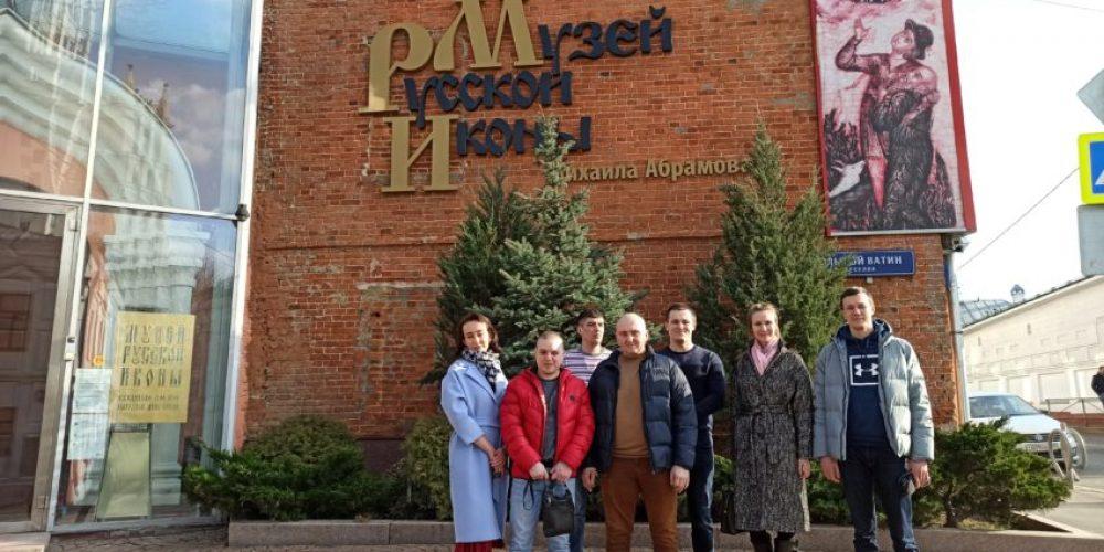 Группа добровольцев из Тропарево посетила музей русской иконы
